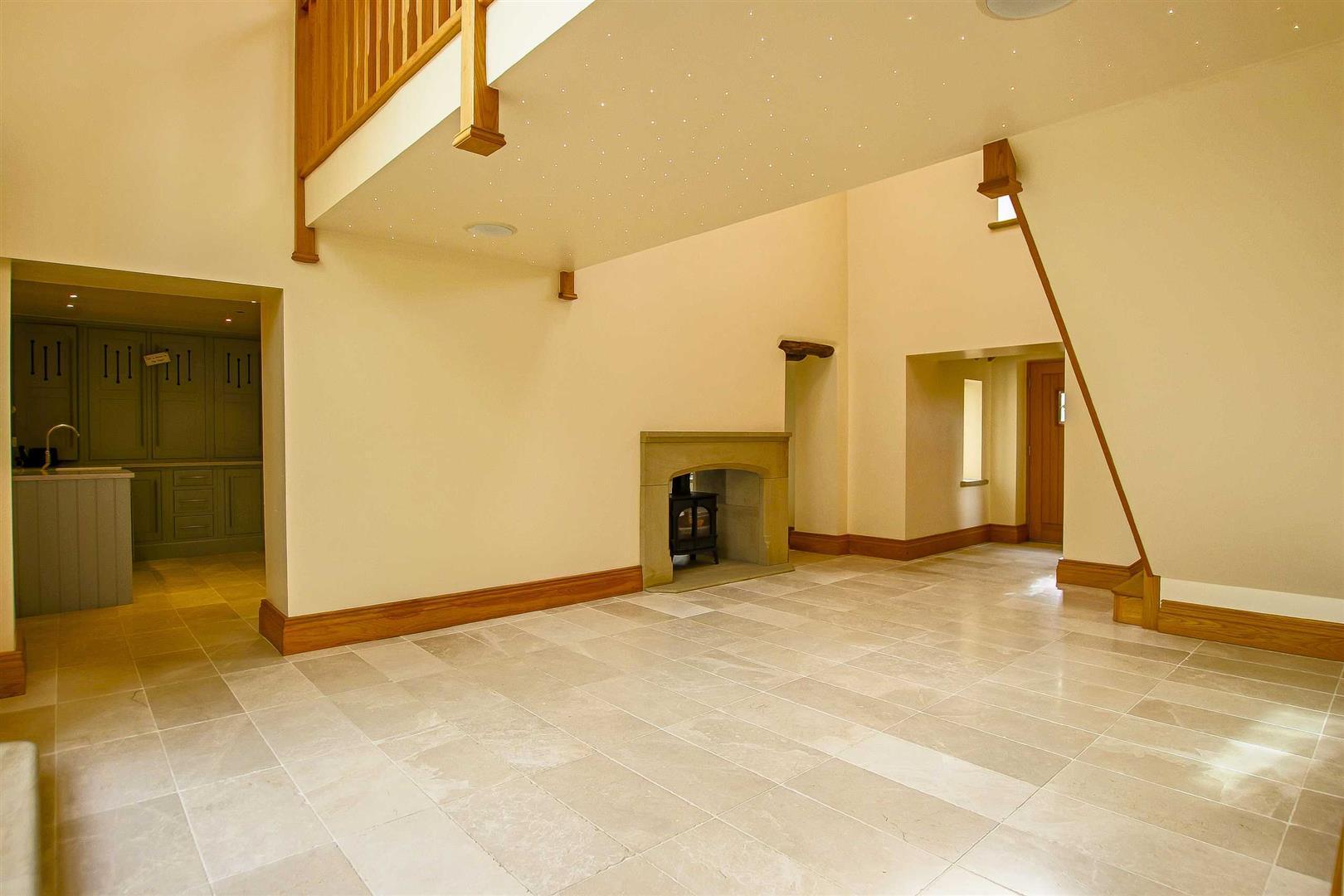 5 Bedroom Cottage For Sale - Image 33